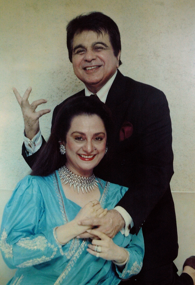 An Epic Love Story Of Dilip Kumar And Saira Banu,Mango Bollywood,Saira Banu Dilip Kumar Love Story,Love Story of Dilip Kumar And Saira Banu,Real Bollywood Love Story,Bollywood Evergreen Stars Love Story,Saira and Dilip Inseparable Couple